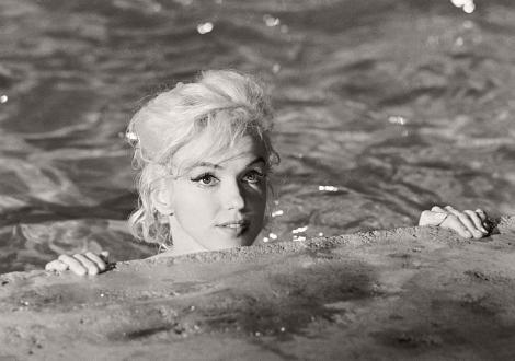 GALERIE FOTO! Ce însemna sexy în 1962. Marilyn Monroe în cel mai provocator pictorial al tuturor timpurilor, făcut în anul dispariției ei