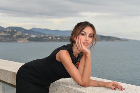 Mădălina Ghenea oferă lecţie de stil şi eleganţă! Românca, răvăşitoare în cea mai recentă şedinţă foto