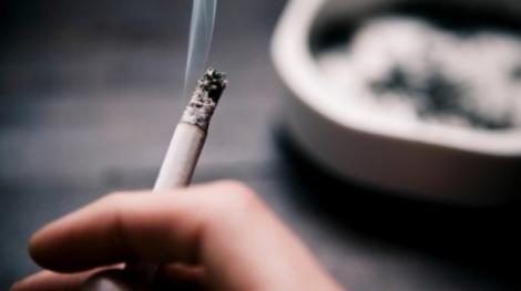 Legea anti-fumat va fi modificată din temelii. Românii vor putea fuma în locuri publice!