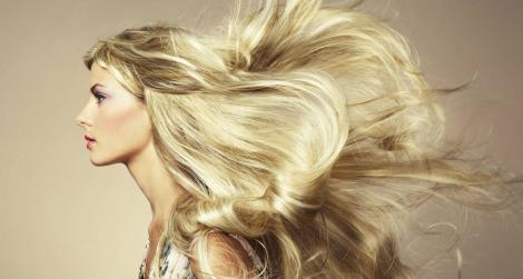 Cum oprești căderea părului! Acest remediu te scapă de dat bani pe soluții scumpe și inutile!