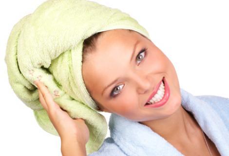 Cum să-ţi faci mască de păr cu iaurt. Scapi definitv de mătreaţă!