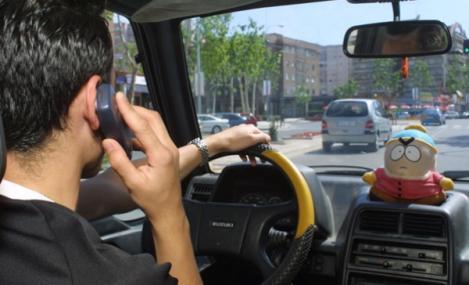 Va fi jale pe străzi. Românii care vorbesc la telefon în timp ce conduc vor fi depistați mai ușor de poliție!