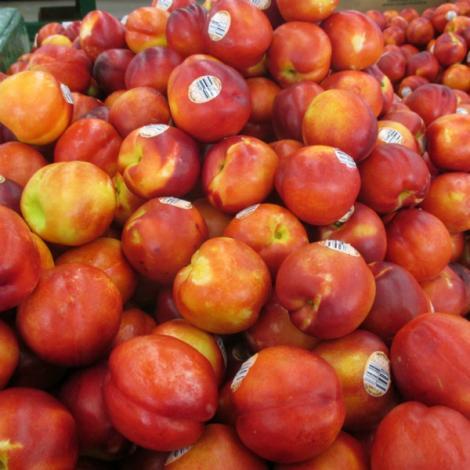 Alertă în supermarketuri! E posibil să le fi cumpărat și tu! Ce au găsit inspectorii în caisele și nectarinele provenite din Turcia