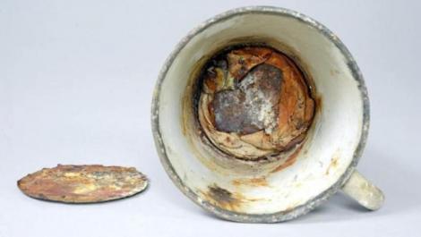 Descoperire uimitoare în cana unui prizonier de la Auschwitz! Ce a fost găsit în obiectul vechi de 70 de ani