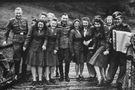Cum se distrau CRIMINALII de la Auschwitz, după ce gazau MILIOANE de evrei. Zece imagini care te vor revolta!