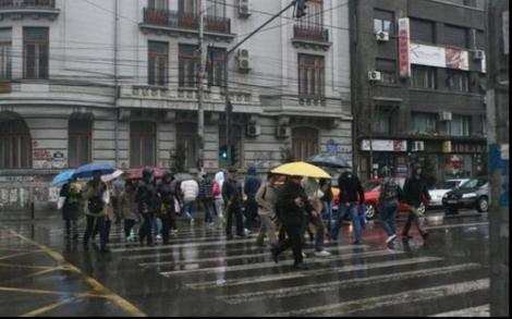Vreme închisă de mai. Să nu vă uitaţi umbrelele acasă, vin ploile şi grindina!