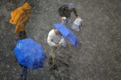 Vremea nu ţine cu noi! Când vom scăpa de ploi şi vânt!