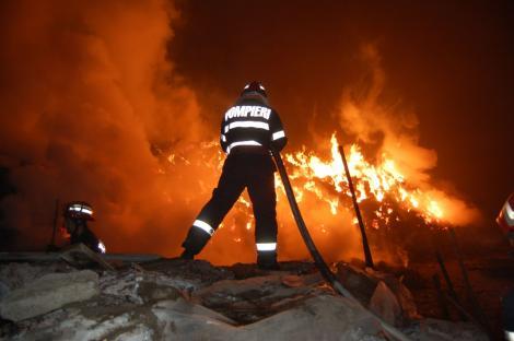 UPDATE: Incendiul de lângă Gara Obor din Capitală a fost stins