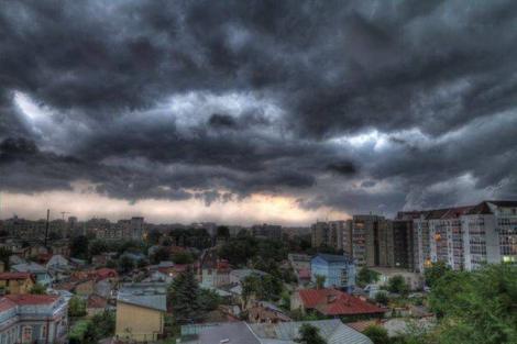 O nouă avertizare meteo: COD GALBEN de ploi, grindină şi vânt. Care vor fi zonele afectate