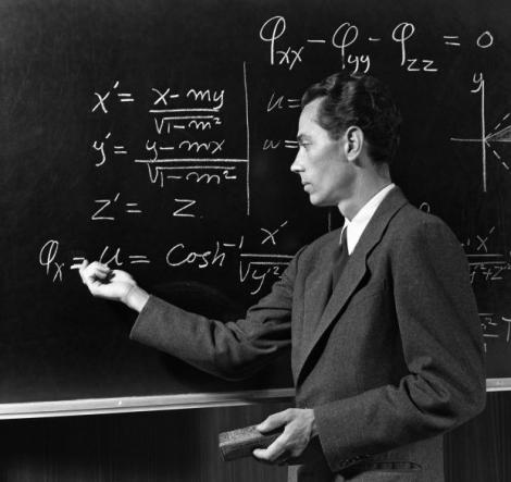 """Pe vremea când știința se făcea cu creta în mână! """"Calculam la tablă combustibilii pentru navele spațiale, acum avem aplicații și programe speciale"""""""
