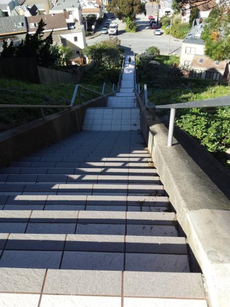 Trecătorii au avut parte de o surpriză de proporții! Noaptea, scările din oraș s-au transformat în ceva magic!