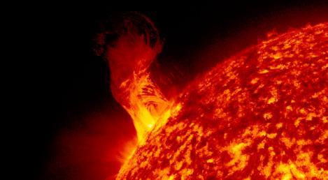 """Îngrijorător. NASA a descoperit o """"gaură neagră"""" în Soare"""