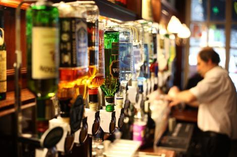 Românii, campioni la consumul de alcool! Băutura care ne situează în topul celor zece țări consumatoare