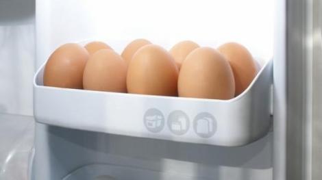 Şi tu faci această greşeală! Aşa se depozitează corect ouăle în frigider