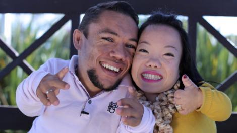 Iubirea nu ține cont de înălțime! Cel mai scund cuplu din lume s-a logodit. Cum arată dragostea de la 88 de centimetri