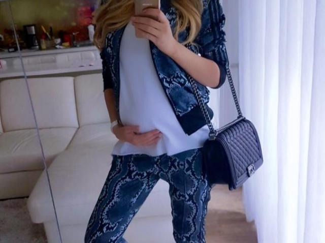 Foto! Bianca Drăguşanu, o viitoare mămică controversată! Cum s-a afişat frumoasa blondă în mall