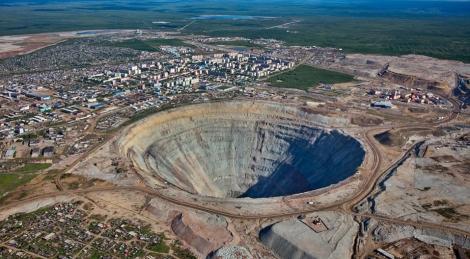 Cea mai valoroasă gaură din lume. 13 miliarde de lire se află în acest crater. Folosindu-se de el, Rusia a devenit o putere globală