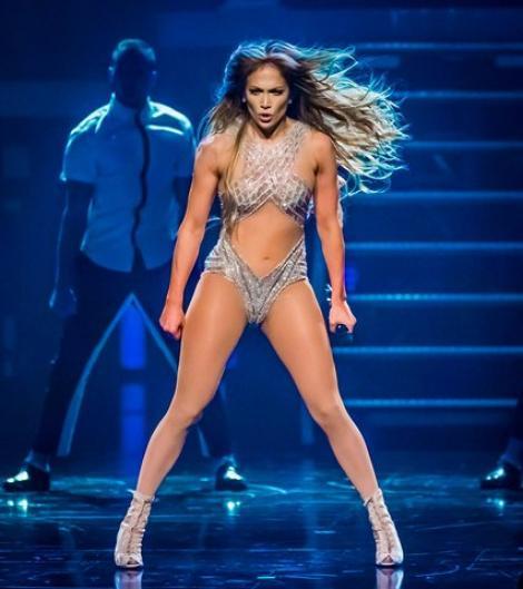Are un șifonier cât un apartament cu trei camere! Dressingul divei Jennifer Lopez arată ca un adevărat rai! (VIDEO)