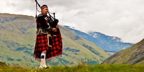 Știrea anului: un scoțian a murit din cauza ciupercilor crescute în cimpoioul la care cânta!