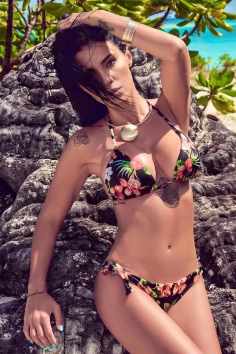 Sexy Adelina Pestrițu s-a pozat în poziții indecente la plajă! Internetul a luat foc când a văzut decolteul!