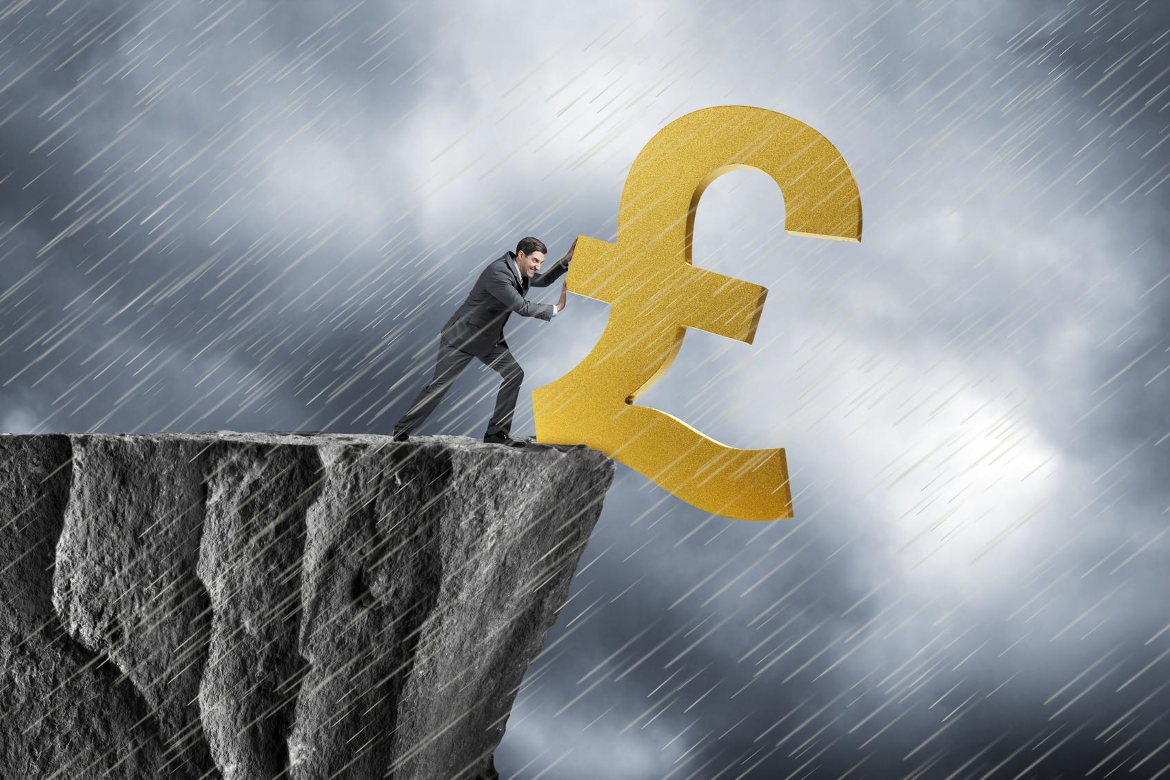 Mai exact, care sunt efectele prabușirii lirei?