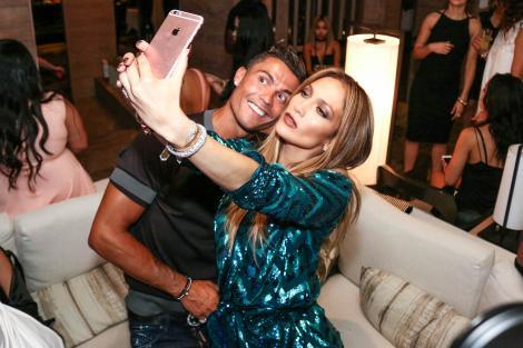 Iubește un bărbat celebru, cu 15 ani mai tânăr! Cu cine se întâlnește în secret Jennifer Lopez?
