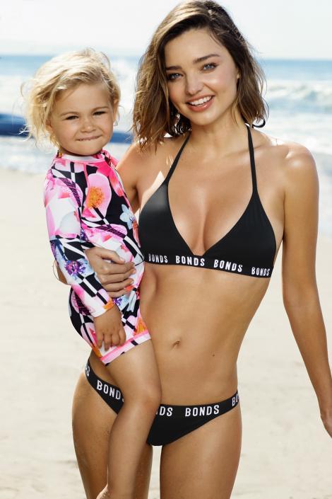 Miranda Kerr, o mamică extrem de sexy! Supermodelul a făcut senzație pe o plajă din Malibu cu trupul ei PER-FECT! Multe femei o invidiază