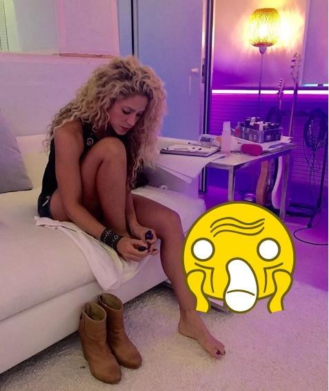 Shakira a comis-o! A vrut să arate fanilor că îşi face singură unghiile, însă un detaliu ruşinos a fost omis. Ce s-a văzut în fotografie