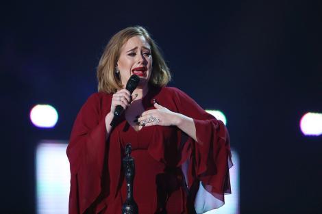 Adele, mărturisiri emoționante. Vocea ei a fost afectată grav după ce a renunțat la...fumat