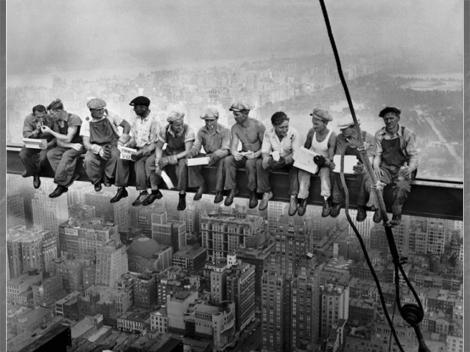 Cea mai tare poză din istorie e făcătură! Minciună cu muncitori luând prânzul la 256 de metri. Sir Alex Ferguson a căzut în plasă!
