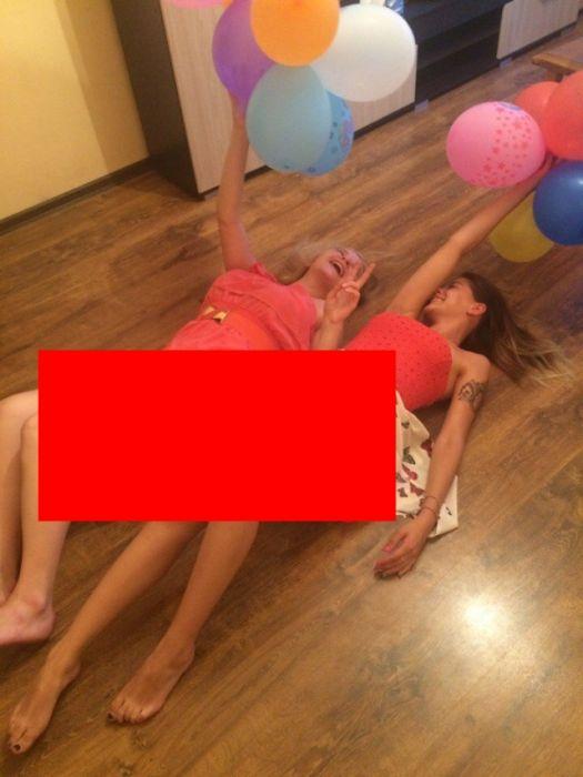 FOTO: Cum se joacă RUSOAICELE astea cu baloanele! Bărbaţii nu s-au putut abţine şi au mărit imaginea la maximum