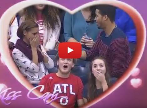 VIDEO: O cerere în căsătorie s-a transformat în coşmar! A îngenunchiat, a pus întrebarea şi... totul a luat-o razna
