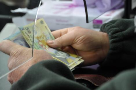 Veste cumplită pentru toți românii care au credite în lei sau în euro! Ce se va întâmpla în perioada următoare