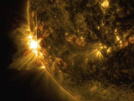 Teorii îngrijorătoare despre Soare. Dacă va dispărea câmpul magnetic al planetei noastre, nu vom mai avea electricitate