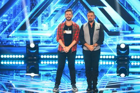 """Horia Brenciu își întâlnește sosia pe scena """"X Factor"""": """"Arătați ca tatăl și fiul!"""""""