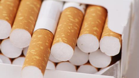 Țigările s-au ieftinit! Câți bani vor scoate din buzunar fumătorii pentru fiecare pachet