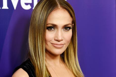FOTO! Așa ceva nu există, spun fanii! Jennifer Lopez s-a pozat nemachiată la 48 de ani!