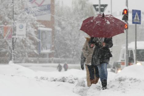 Iarna şi-a intrat în drepturi! Meteorologii au anunţat COD GALBEN de vânt şi viscol în 20 de judeţe