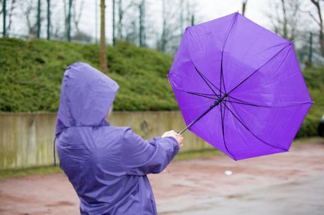 Avertisment al meteorologilor: Rafale care pot ajunge până la 100 de kilometri la oră