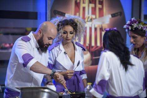 """A început haosul în bucătăria """"Chefi la cuțite""""! Scărlătescu pare urmărit de ghinion, după ce o concurentă s-a accidentat și a venit pansată în bucătărie!"""