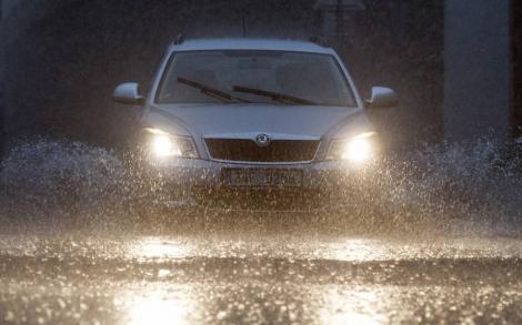 Siguranța la volan pe timp de ploaie este foarte importantă! Iata ce trebuie să faci!