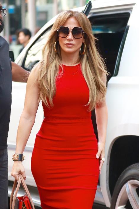 48 are! Cum reușește Jennifer Lopez să arate ca la 20 de ani? Alimentul pe care îl consumă ZILNIC este SECRETUL