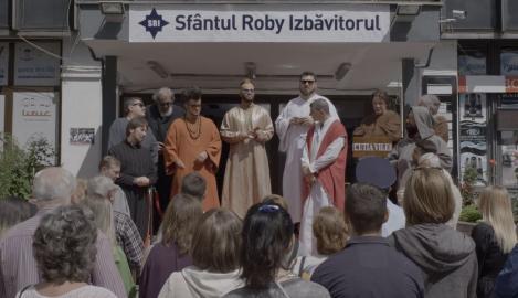 """Mihai Bendeac inventează o nouă religie: """"Martorii lui Roby"""""""