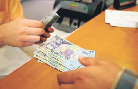 Toți românii care au credite sunt afectați! CRESC RATELE: Este un record al ultimilor ani