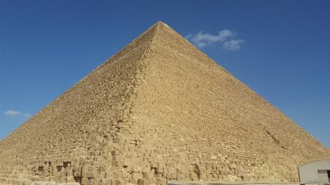 """ULUITOR. Ce se întâmplă CHIAR ACUM în interiorul Piramidei lui Keops: """"Nicio teorie nu a prezis existenţa a ceva atât de mare"""""""