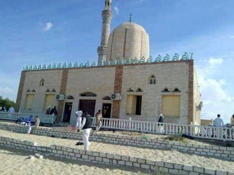 Bilanțul atacului asupra unei moschei în Egipt a ajuns la 305 morți, printre care 27 de copii!