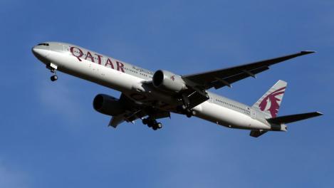 Scenariu desprins din film. Un avion a aterizat de urgență după ce o pasageră a aflat că soțul ei o înșală
