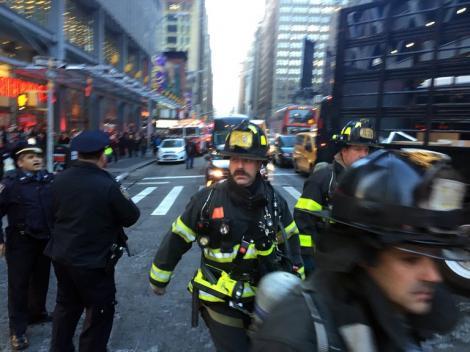 Explozie într-o stație de autobuz, în New York. Mai multe persoane au fost evacuate. Pistele duc la un atac terorist