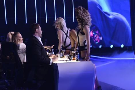FINALA X FACTOR 2017. Ce nu s-a văzut la tv. Momentul care a incendiat scena de la X Factor și l-a pus la încercare pe Horia. Soția se afla chiar în spatele lui