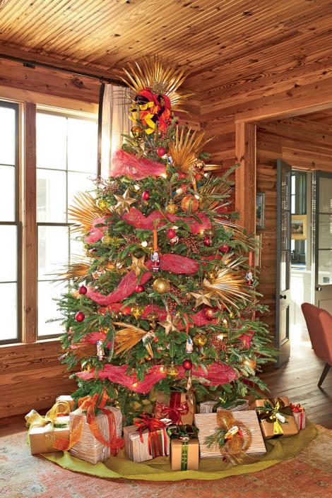 CRĂCIUN 2017. De ce împodobim bradul de Crăciun, și nu un alt copac? Înainte de nașterea lui Iisus, oamenii îşi împodobeau casele cu frunze şi crenguţe de laur și iederă
